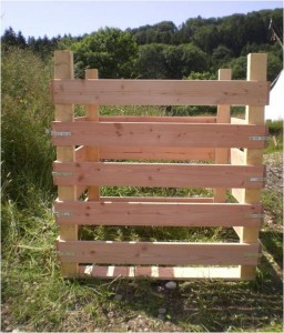 komposter bauen aus holz bauanleitung f r einen komposter kostenlos bauplan. Black Bedroom Furniture Sets. Home Design Ideas